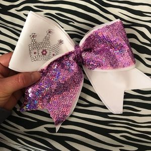 Princess cheerleading bow.